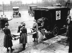 Membres de la Croix-Rouge portant des masques pendant épidémie de grippe – Saint-Louis (Missouri) en octobre 1918